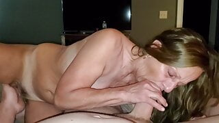 MARRIED SLUT SUCKING AND SQUIRTING WHILE DADDY MAKES HER GAP
