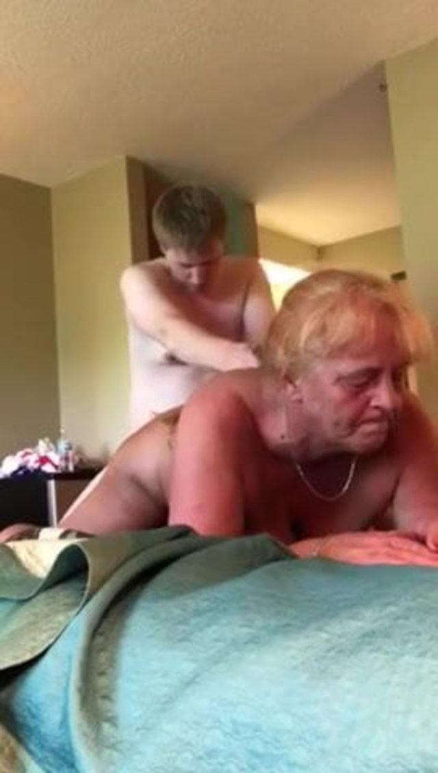 Video Hot Mom Porno Xhamster