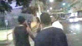 Une Prostitue fait son show dans les rues de   la ville
