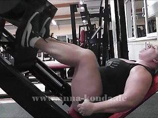 Female nude weight lifters - Female legpower anna konda lifts tons of weights