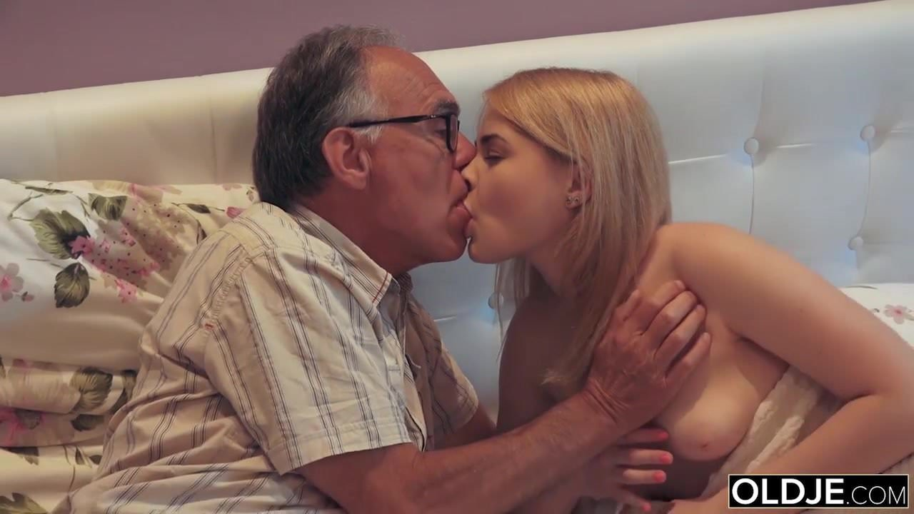 French Kiss On Pussy 18 yo girl kissing and fucks her step dad in his bedroom