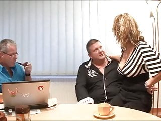 Patron facial normal en ni os - Secretaire salope baise avec son patron et un client