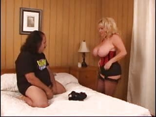 Busty ature vixens 3.2 Busty mature vixen 3 ron jeremy and kandi cox