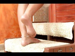 Peeing in bathtub Hairy granny in bathtub