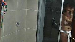 Patito en la ducha despues de la playa