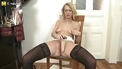 Mature skinny mom with big hungry vagina