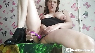 Kinky mature cannot stop drilling her pussy