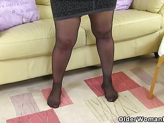 Nylons for pleasure - English milf candylips pleasures her mature cunt in tights