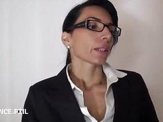 Pretee girls nude L agent immobilier est une bonne milf salope prete a tout