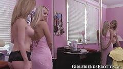 Грудастая зрелая кончает молодой лесбиянке, лижет ее киску