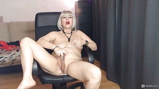 Ample squirt of a mature whore AimeeParadise in private!