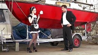 Fuer den Bootsausflug macht die geile Alina wirklich alles