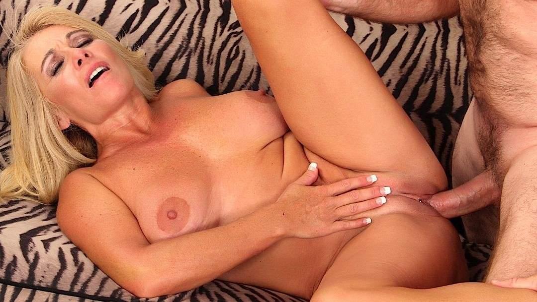 Blonde free mature vid