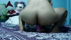 Thai Girl Fucking her Pink Toy