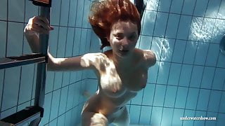 Zuzanna swims naked and horny in the pool