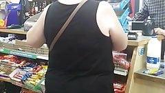 Белая милфа-толстушка скрытой камерой, часть