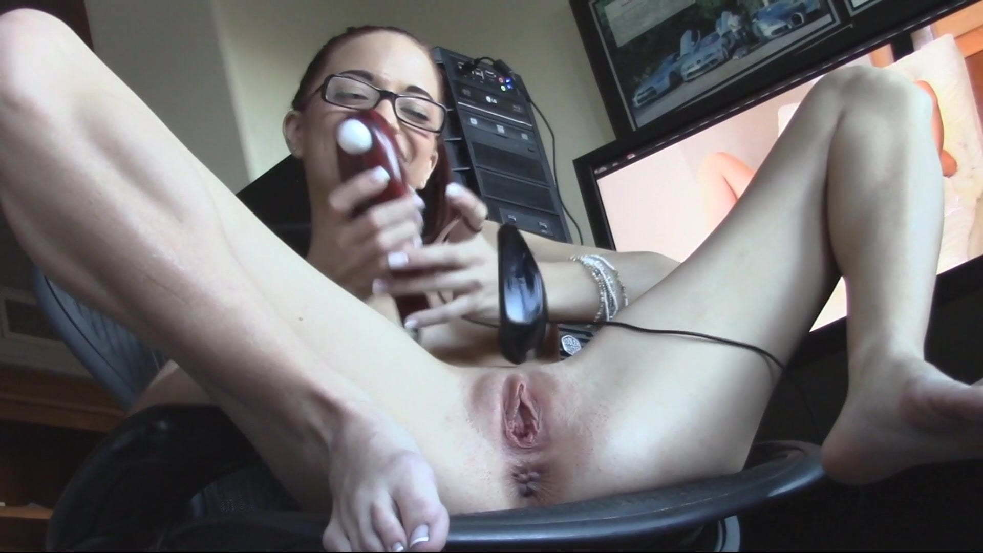 Nude gallery mouse inserted into girls pussy