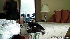 Puta cachonda follando en la primera cita en la habitación del hotel