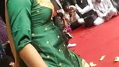 Desi haryanvi girl showing cleavage and dancing in public