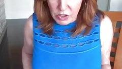きつい青いドレスを着た元気な巨乳リズ