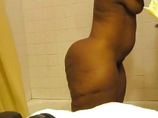 Vagina wash Thick black milf washing that ass yet again