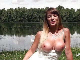 Penis pre-pubecent - Superbe jeune et jolie brunette francaise baisee pres du lac