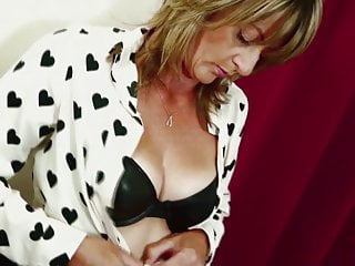 Moms hairy pussy was Amateur mature mom with hungry hairy pussy