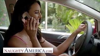 Naughty America Sofia (Eliza Ibarra) Fucks her best friends