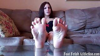 Pamper my feet like a good slave