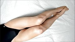 Sexy Transvestit in Strumpfhosen & Trikot