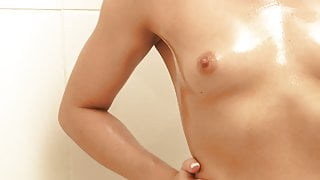 Kinky young slut loves masturbating in the bathtub