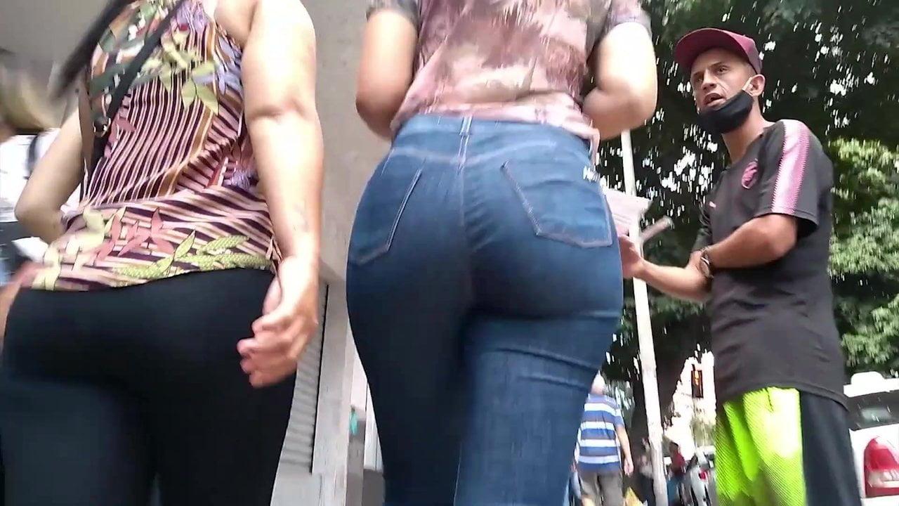 Sexy big ass in street