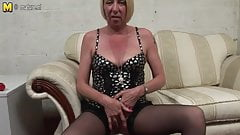Pierced housewife masturbating until she squirts