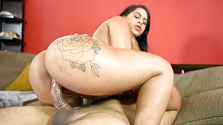 Round Brazilian Booty Bouncing on Fat Cock