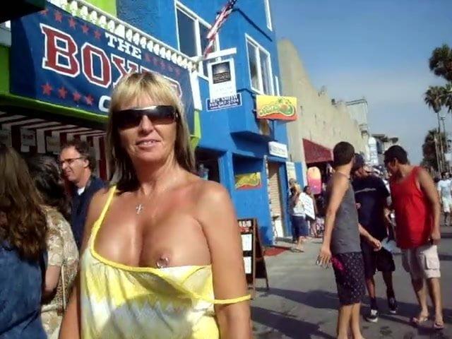 Women Flashing Tits Public