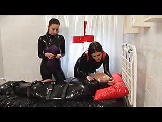 Latex bondage clips - Latex bondage breathplay