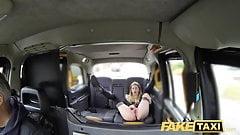 Fake Taxi возбужденная горячая студентка снова желает водителя большого хуя