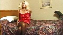 Горячая волосатая бабушка-блондинка