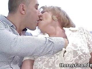 Girls ans sex toys Je cherche une vieille dame 50 70 ans pour sexe avec dijon z