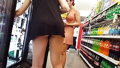 Candid voyeur 2 hotties shopping thick asses bend over