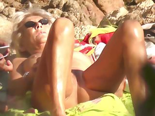 Amateur suntan tube Granny nudist suntanning pussy exhib outdoor