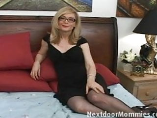 Seattle women give handjobs - Naughty cougar love to give handjobs