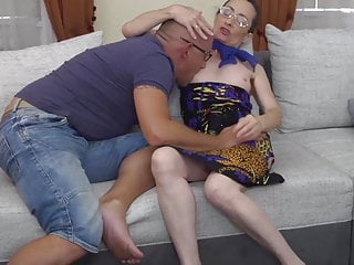 Daddy fucked mom - Skinny mature mom fucks white daddy