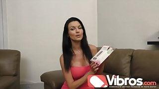 Ania Kinski teste un oeuf vibrant pour vibros.com