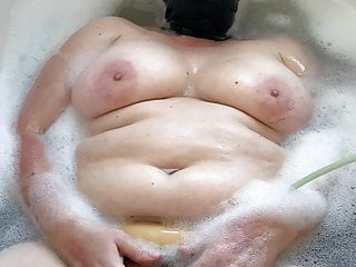 Porn tube bbw orgasm Bath tube fun 3 of 3