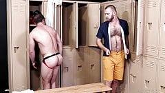 MenOver30 - Mike Gaite Goes Locker Room Cruising