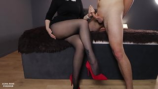 The teacher came home to the student, handjob on her pantyhose