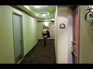 Free reba macintire porn video - Granny reba tits out in a hotel hallway.