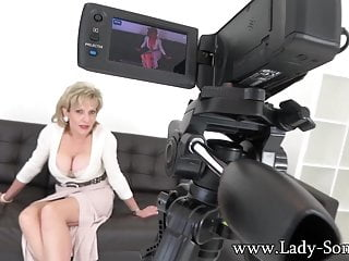 Free mature lady sonia - Aunt lady sonia making a special video just for you