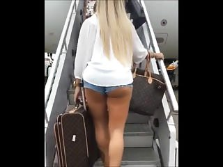Da fuck jump up Hot crown of shorts jumped up on the plane